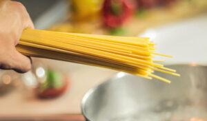 3 идеи блюд из макарон с мясом и без