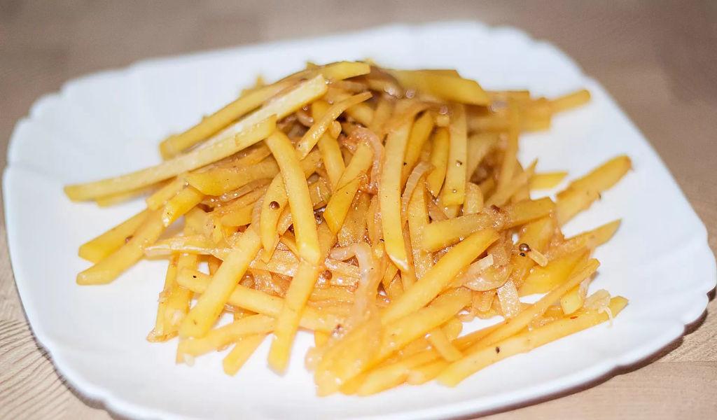 Картошка по-корейски — это холодная острая закуска.