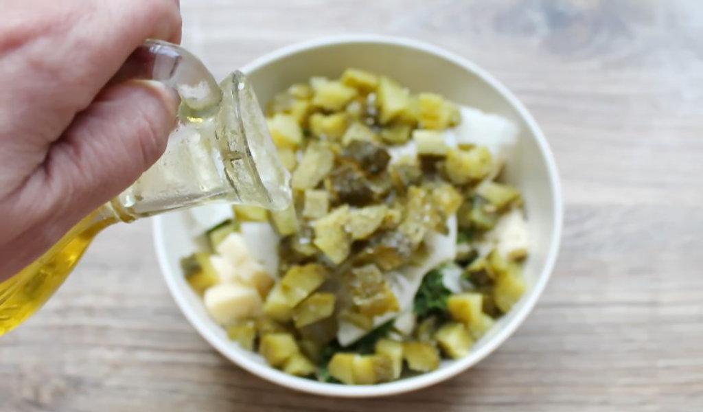 Грибной салат с огурцами и брынзой